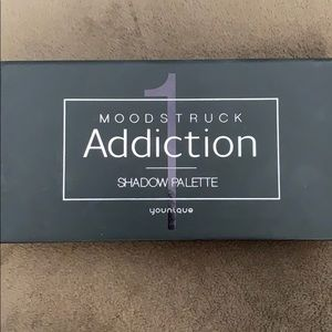 Moodstruck addiction younique eyeshadow 1 palette